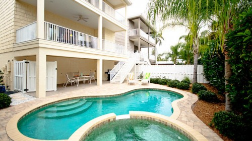 3br/2.5ba 3 blocks to beach GREAT rental or HOME